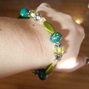 Jewelry - Women's elastic porcelain beaded bracelet